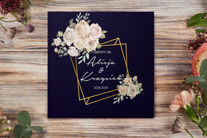 eleganckie-zaproszenie-slubne-kontrastowe-z-kwiatami-biale-rozyczki-papier-matowy-koperta-bez-koperty