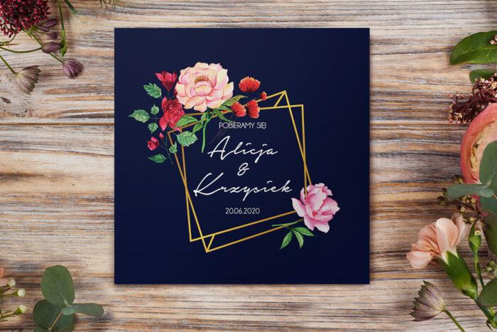 eleganckie-zaproszenie-slubne-kontrastowe-z-kwiatami-ogrodowe-roze-papier-matowy-koperta-bez-koperty
