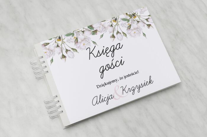 ksiega-gosci-slubnych-kwiaty-vintage-biale-roze-papier-matowy-dodatki-ksiega-gosci