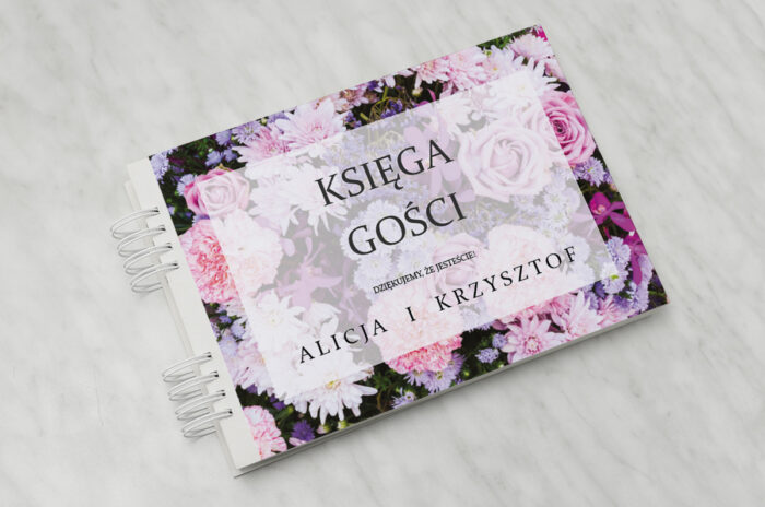 ksiega-gosci-slubnych-do-zaproszenia-fotograficzne-kwiaty-rozowo-fioletowy-bukiet-papier-matowy-dodatki-ksiega-gosci