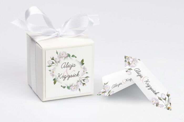 ozdobne-pudeleczko-z-personalizacja-zaproszenia-kwiaty-vintage-biale-roze-kokardka--krowki-z-dwiema-krowkami-papier--pudelko-