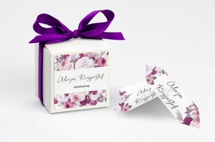 ozdobne pudełeczko na krówki z kwiecistą kompozycją