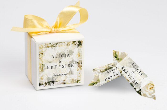 ozdobne-pudeleczko-z-personalizacja-fotograficzne-kwiaty-biale-roze-kokardka--krowki-z-dwiema-krowkami-papier--pudelko-