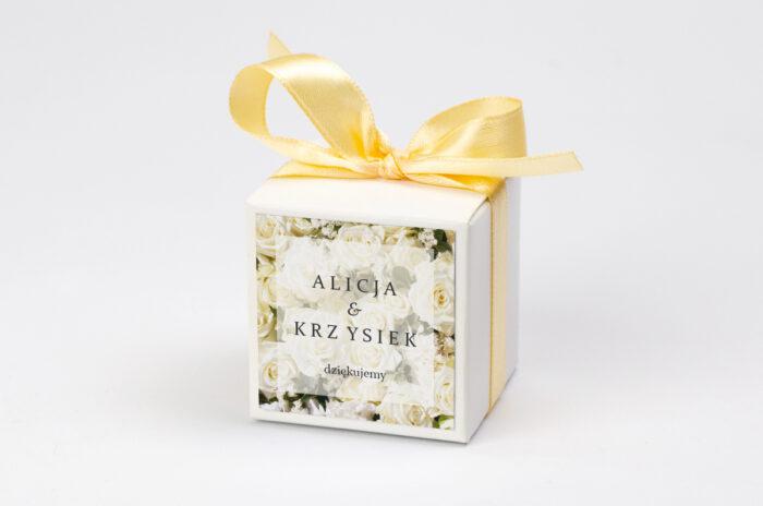 Ozdobne pudełeczko na krówki z personalizacją - Fotograficzne Kwiaty - Białe Róże