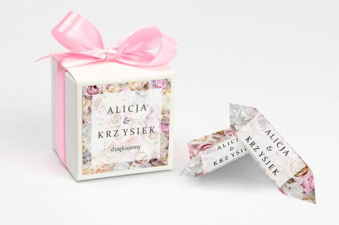 ozdobne-pudeleczko-z-personalizacja-fotograficzne-kwiaty-pudrowe-roze-kokardka--krowki-z-dwiema-krowkami-papier--pudelko-