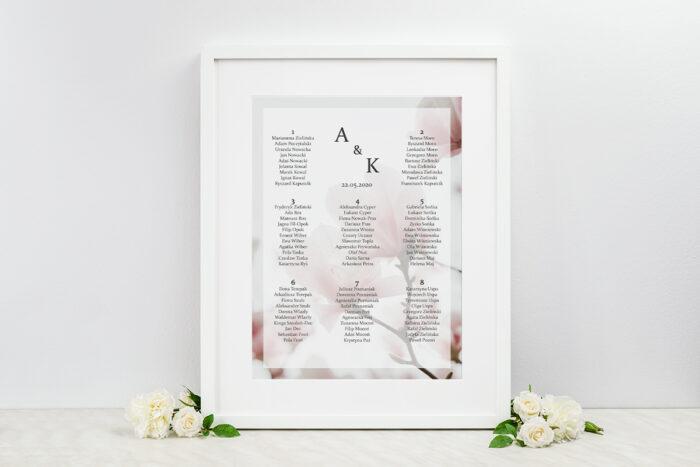 plan-stolow-weselnych-do-zaproszenia-fotograficzne-kwiaty-subtelna-magnolia-dodatki-ramka-papier-matowy