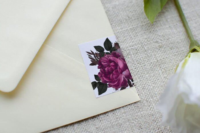 koperta-b6-kremowa-z-personalizacja-bordowe-roze