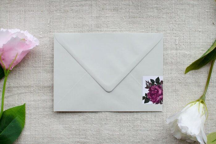 koperta-b6-szara-z-personalizacja-bordowe-roze-papier-bialy-samoprzylepny