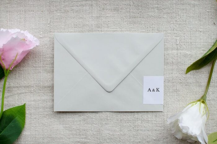 koperta-b6-szara-z-personalizacja-minimalistyczne-papier-bialy-samoprzylepny