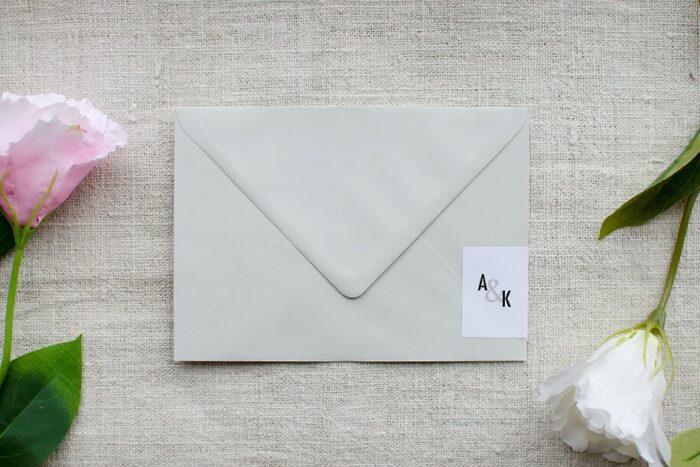 koperta-b6-szara-z-personalizacja-nowoczesne-papier-bialy-samoprzylepny