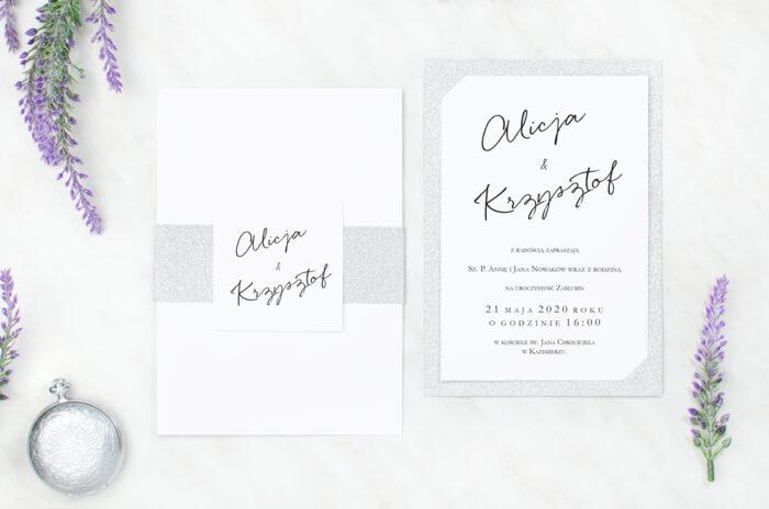 eleganckie-zaproszenie-brokatowe-pismo-reczne-papier-matowy-podkladki--koperta-bez-koperty-szarfa-brokatowa-