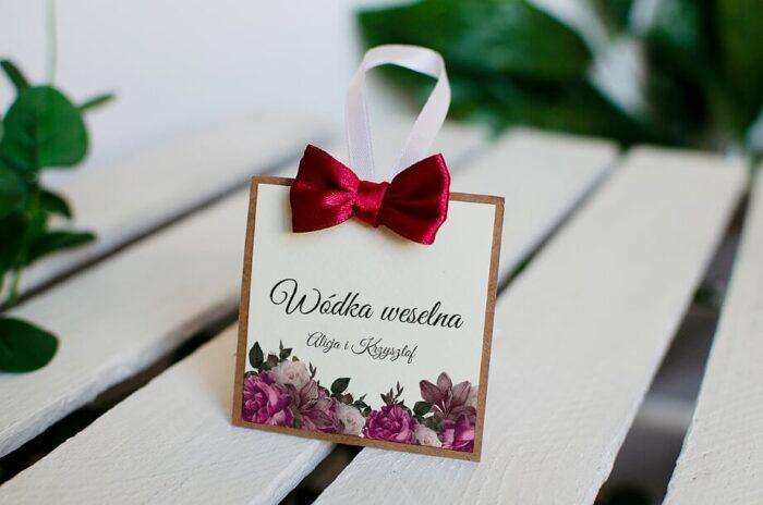 Zawieszka na alkohol do zaproszeń Boho z kokardką - Bordowe róże
