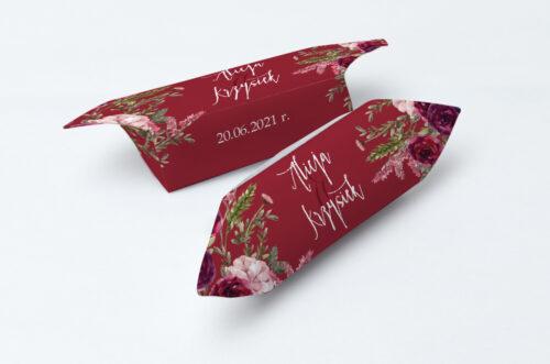 Krówki ślubne 1 kg do zaproszenia Akwarelowe Bukiety – Burgundowe róże na ciemnym tle