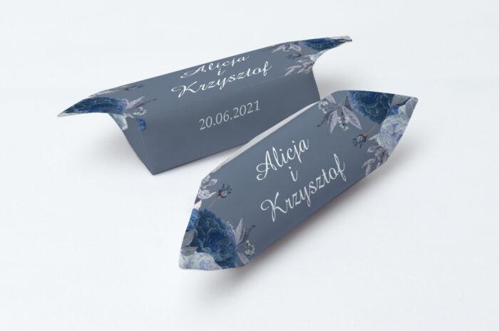 krowki-slubne-1-kg-duze-inicjaly-niebieskie-roze-papier-papier60g