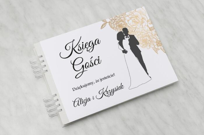 ksiega-gosci-slubnych-z-para-mloda-wtuleni-papier-matowy-dodatki-ksiega-gosci