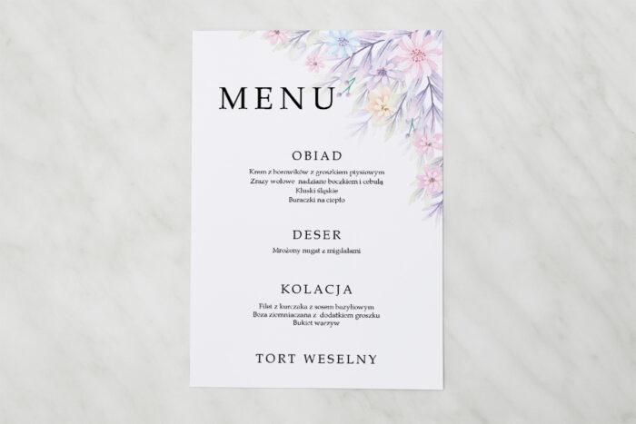 menu-weselne-pasujace-do-zaproszenia-z-para-mloda-w-objeciach-papier-matowy