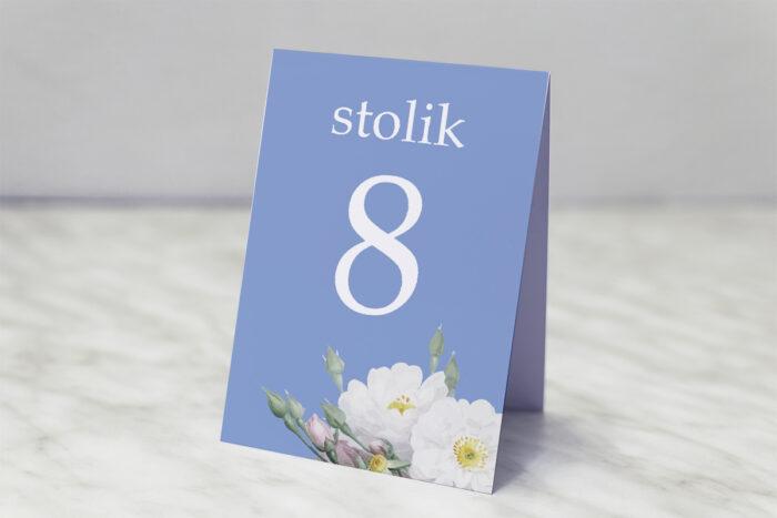 numer-stolika-pasujacy-do-zaproszenia-kwiatowe-nawy-biale-roze-papier-matowy