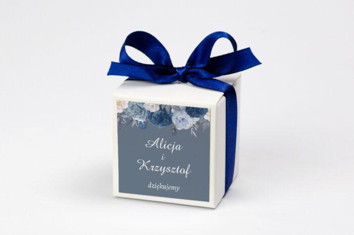 pudeleczko-z-personalizacja-do-zaproszenia-duze-inicjaly-niebieskie-roze-kokardka--krowki-bez-krowek-papier--pudelko-