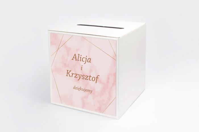 personalizowane-pudelko-na-koperty-kontrastowe-z-nawami-zlota-geometria-rozowy-marmurek-papier-satynowany-pudelko-
