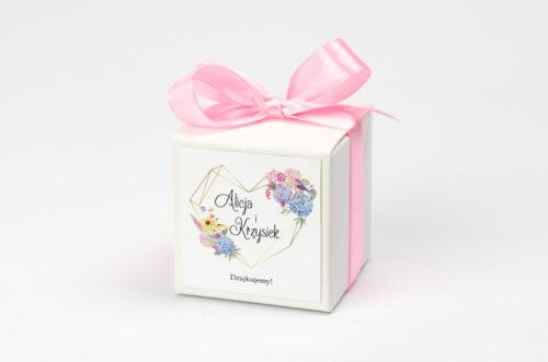 pudełeczko na krówki z rustykalnym bukietem kwiatów