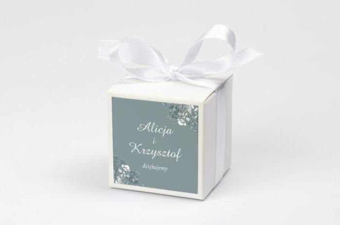 pudeleczko-z-personalizacja-do-zaproszenia-duze-inicjaly-kwiatuszki-polne-kokardka--krowki-bez-krowek-papier--pudelko-