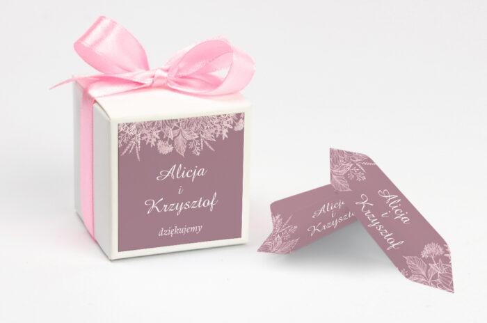 ozdobne-pudeleczko-z-personalizacja-duze-inicjaly-konturowe-kwiaty-kokardka--krowki-z-dwiema-krowkami-papier--pudelko-