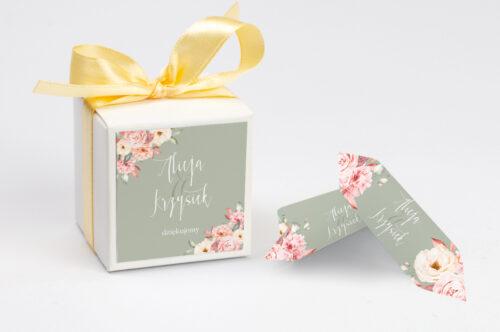 Ozdobne pudełeczko na krówki z personalizacją zaproszenia Akwarelowe Bukiety – Ogrodowe róże na ciemnym tle