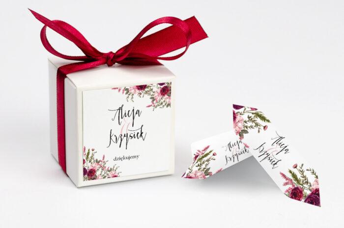 ozdobne-pudeleczko-z-personalizacja-zaproszenia-akwarelowe-bukiety-burgundowe-roze-na-jasnym-tle-kokardka--krowki-z-dwiema-krowkami-papier--pudelko-