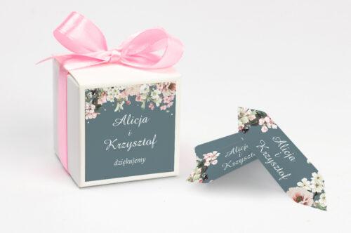Pudełeczko z personalizacją na krówki do zaproszenia - Duże Inicjały - Kwiaty Wiśni