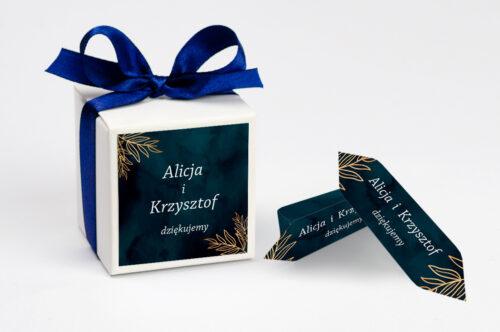 Ozdobne pudełeczko na krówki z personalizacją - Kontrastowe z kwiatami - Pastelowy bukiet