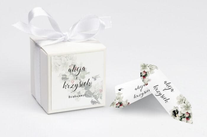 ozdobne-pudeleczko-z-personalizacja-botaniczne-jednokartkowe-kwiat-jabloni-kokardka--krowki-z-dwiema-krowkami-papier--pudelko-