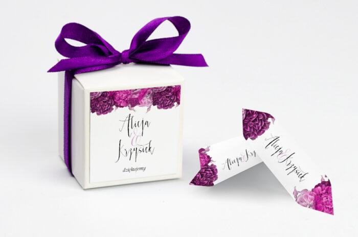 ozdobne-pudeleczko-z-personalizacja-kwiatysrebro-fuksjowe-piwonie-kokardka--krowki-z-dwiema-krowkami-papier--pudelko-