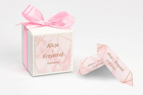 Ozdobne pudełeczko na krówki z personalizacją - Kontrastowe z nawami - Złota Geometria & Różowy Marmurek