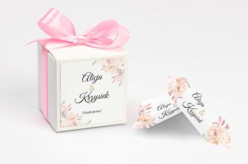 Ozdobne pudełeczko na krówki z personalizacją - Z parą młodą - Pocałunek