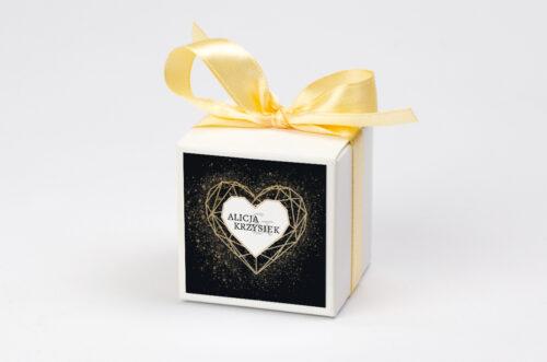 Ozdobne pudełeczko na krówki z personalizacją - Geometryczne Serce - Złoto