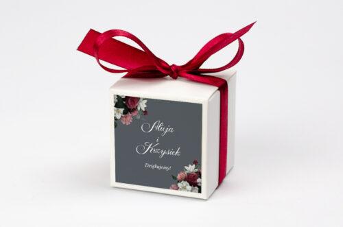 pudełeczko na krówki z personalizacja we wzorze bukietu z kwiatów