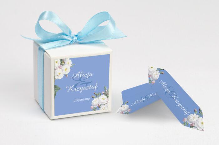 ozdobne-pudeleczko-z-personalizacja-kwiatowe-nawy-biale-roze-kokardka--krowki-z-dwiema-krowkami-papier--pudelko-