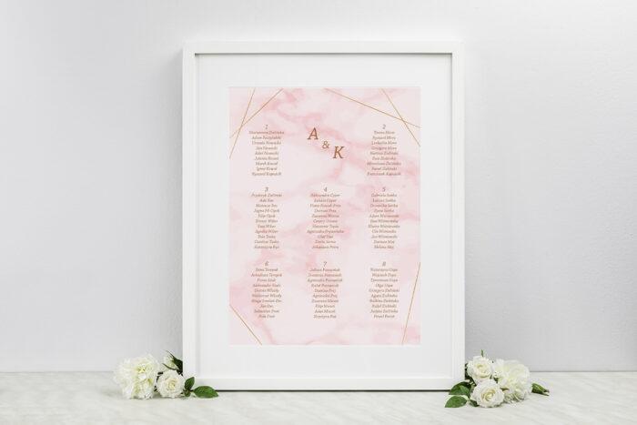 plan-stolow-weselnych-do-zaproszen-kontrastowe-z-nawami-zlota-geometria-rozowy-marmurek-dodatki-ramka-papier-matowy