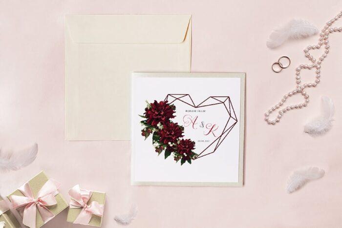 zaproszenie-slubne-kwadratowy-zestaw-geometryczne-serce-z-bordowymi-daliami-papier-matowy-koperta-k4-szara-folder-z-kieszonkami-kwadratowy-ecru-perlowy