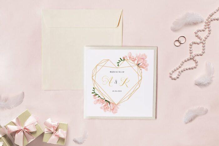 zaproszenie-slubne-kwadratowy-zestaw-geometryczne-serce-z-frezja-papier-matowy-koperta-k4-szara-folder-z-kieszonkami-kwadratowy-ecru-perlowy