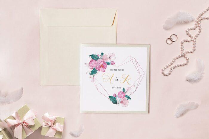 zaproszenie-slubne-kwadratowy-zestaw-geometryczne-serce-z-rozowa-magnolia-papier-matowy-koperta-k4-szara-folder-z-kieszonkami-kwadratowy-ecru-perlowy