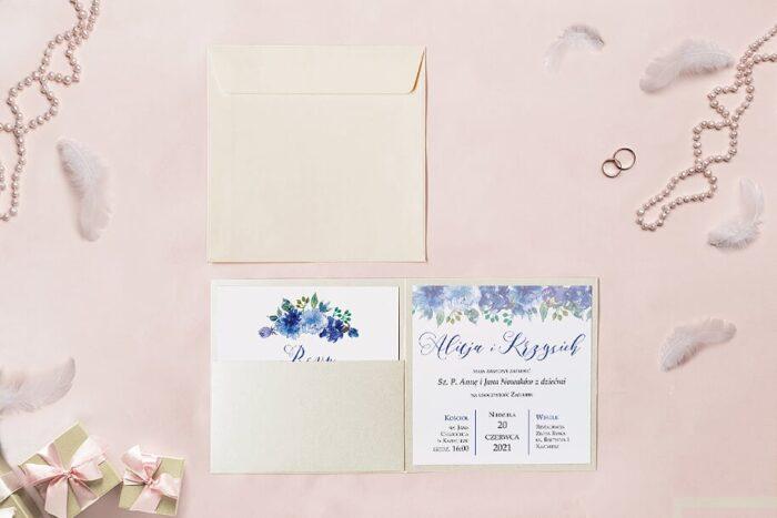 zaproszenie ślubne kwadratowe we wzorze kwiatowych chabrów