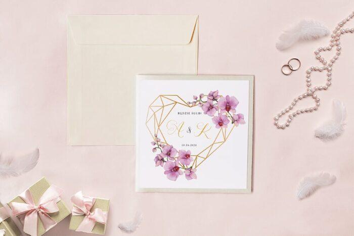 zaproszenie-slubne-kwadratowy-zestaw-geometryczne-serce-ze-storczykami-papier-matowy-koperta-k4-szara-folder-z-kieszonkami-kwadratowy-ecru-perlowy