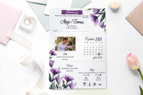 zaproszenie ślubne ze zdjęciem we wzorze fioletowej eustomy