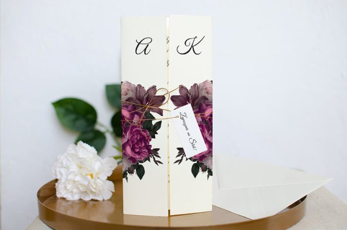 zaproszenie-slubne-boho-eleganckie-bordowe-roze-papier-ecruefakturowany-sznureczek--dodatki-etykietka-55x25mm-koperta-dl-zielona