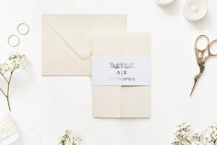 zaproszenie-slubne-w-folderze-ornamentowe-z-szarfa-srebrny-antyk-papier-matowy-folder-rozowy-koperta-b6-szara-bez-wklejki