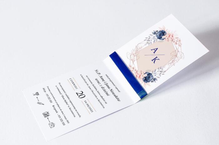 zaproszenie ślubne ze wstążką we wzorze geometrycznym z kwiatami