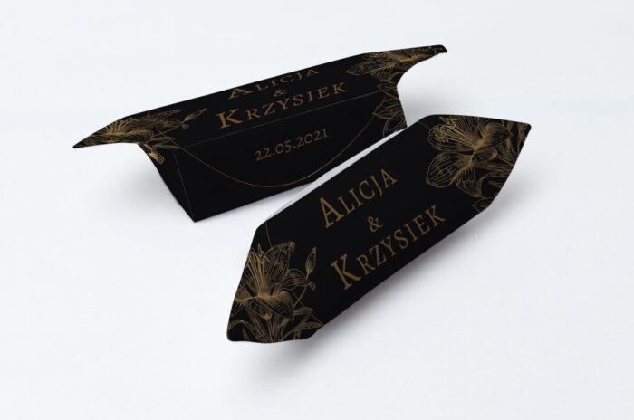 krowki-slubne-1-kg-geometryczne-czarno-biale-delikatne-lilie-ciemne-papier-papier60g