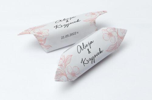 Krówki ślubne 1 kg - Z nawami – Delikatne kwiaty – Pudrowe