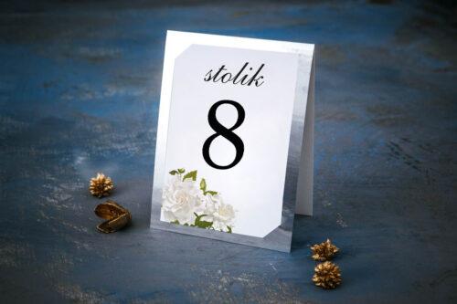 Numer stolika ze srebrną podkładką - Białe róże